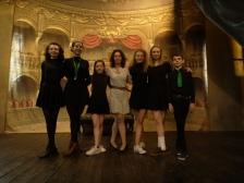 Photo des élèves de NIDA avec Karine